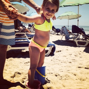 Huffington Post writer, Jenn Delekta incorporates photos of her daughter at the beach to show the difference between social media and real life. Photo Credit: The Huffington Post